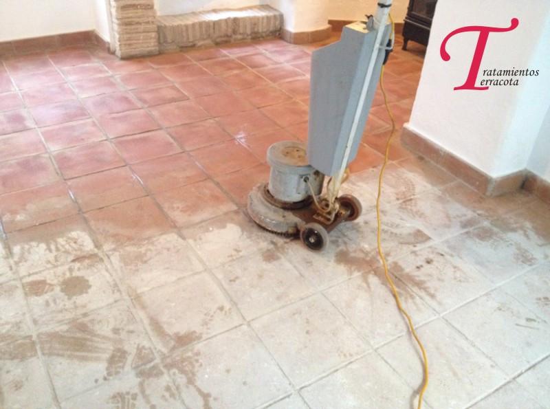 limpieza suelo barro cocido
