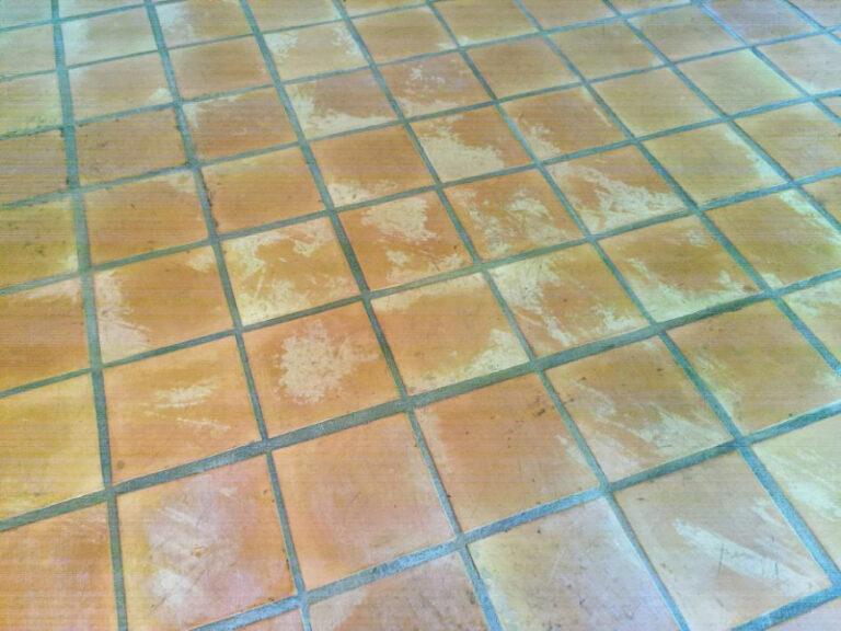 suelo barro interior estado inicial previo a decapado 01