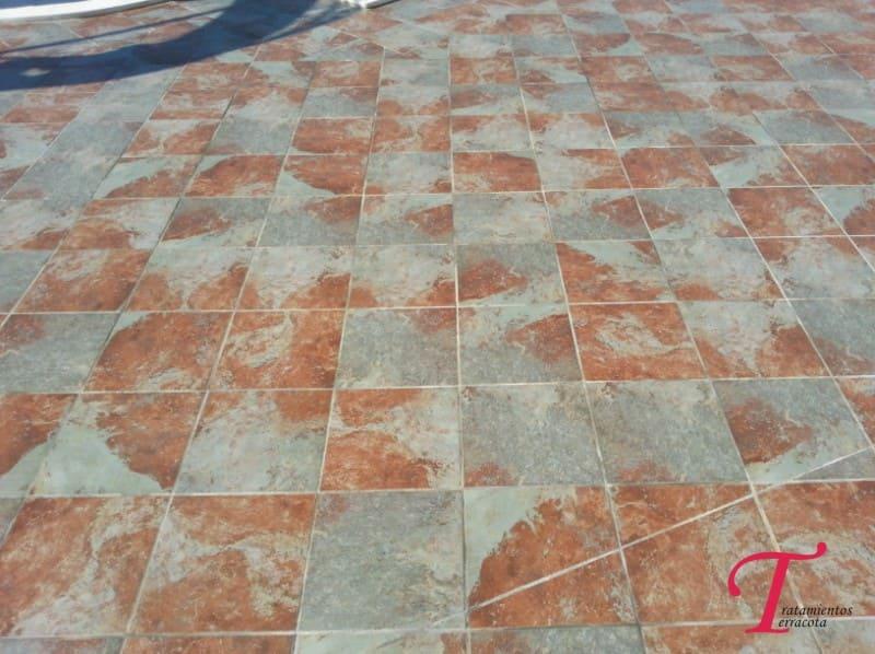 limpiar suelo porcelanico poroso