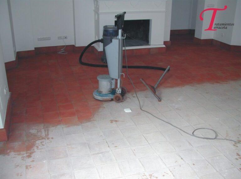 Limpieza suelo de barro