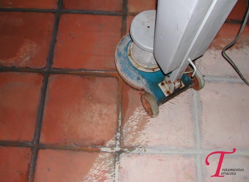 limpiar suelo barro